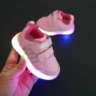 Adidasi Luci roz